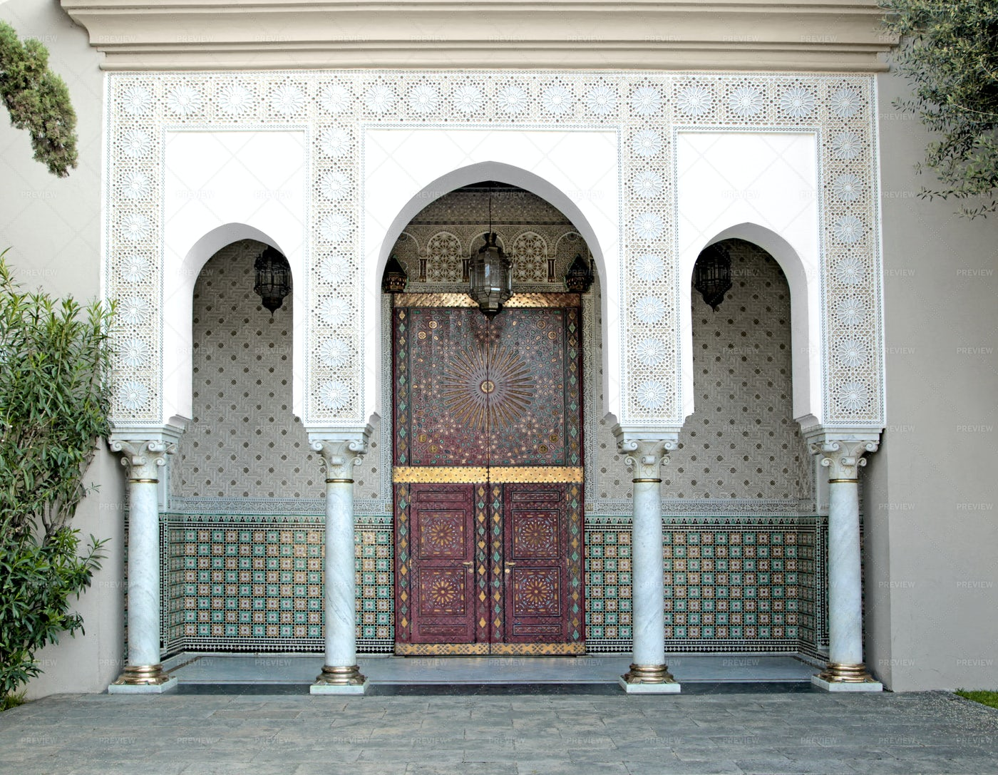 Ornamented Mosque Door: Stock Photos