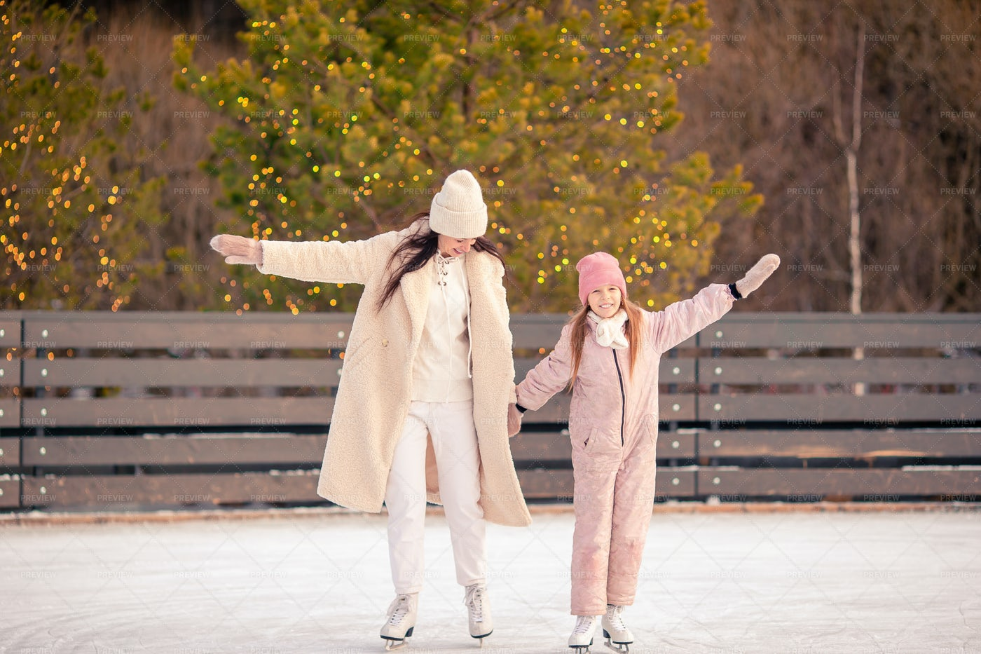 Little Girl And Her Mother Skating: Stock Photos
