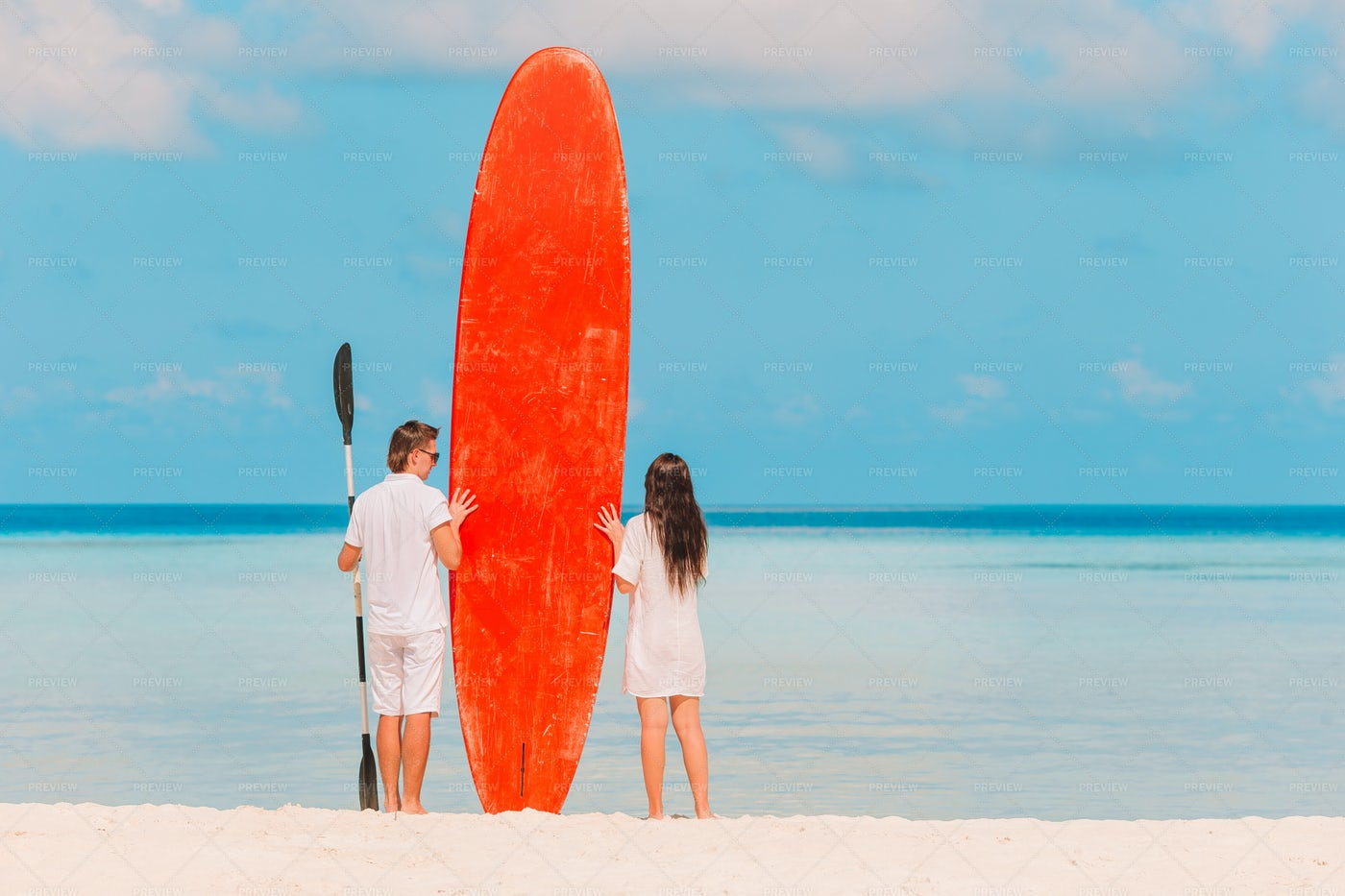 Couple With A Surfboard: Stock Photos