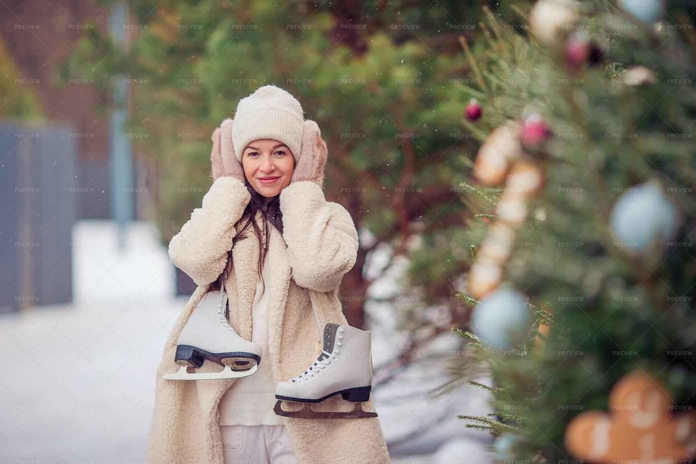 Woman Ready To Skate: Stock Photos
