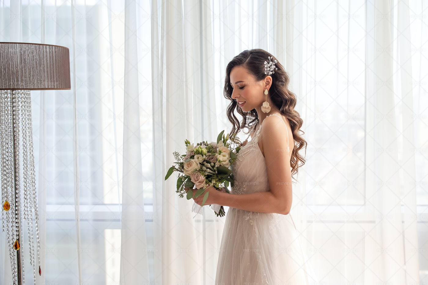 Bride With Bouquet: Stock Photos