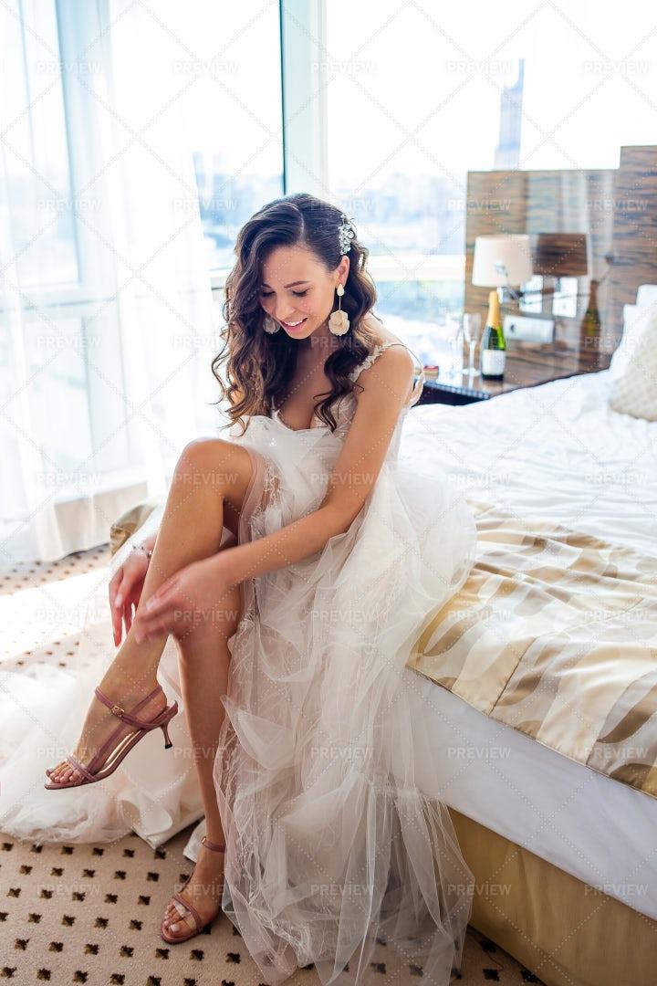 Bride Getting Ready: Stock Photos