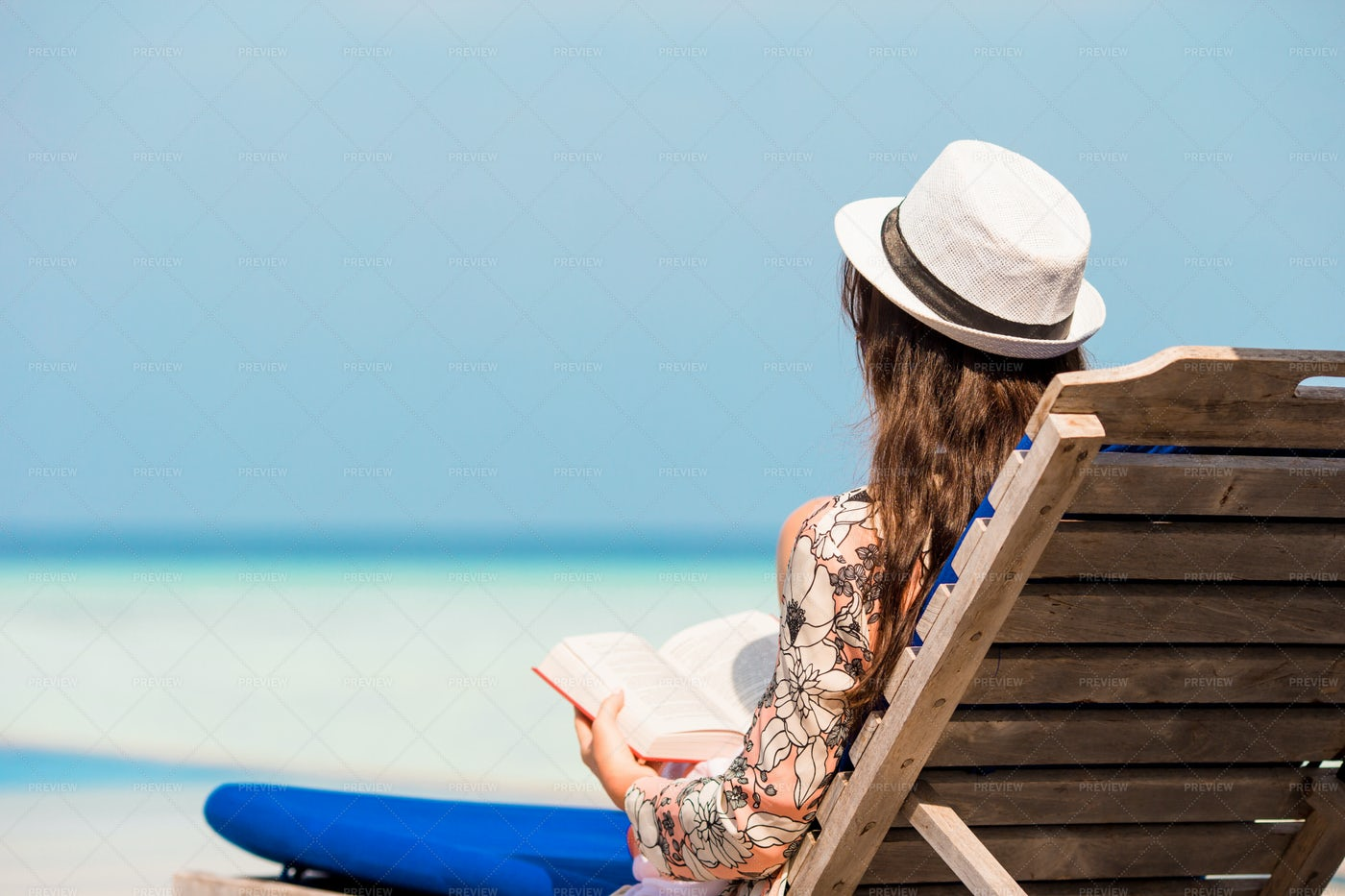 Reading On Vacations: Stock Photos