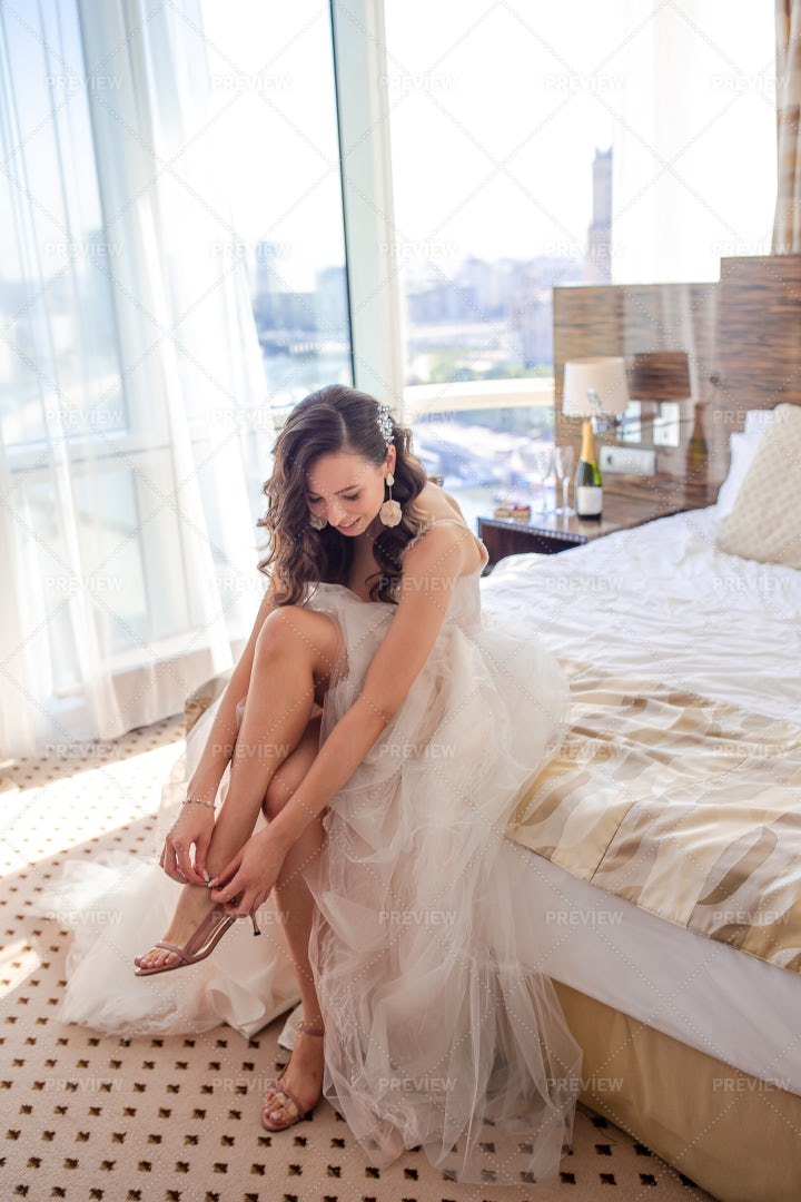 Getting Ready For Her Wedding: Stock Photos