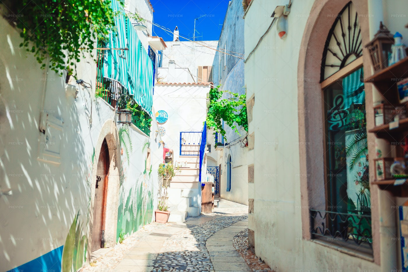 The N0rrow Streets Of Puglia: Stock Photos