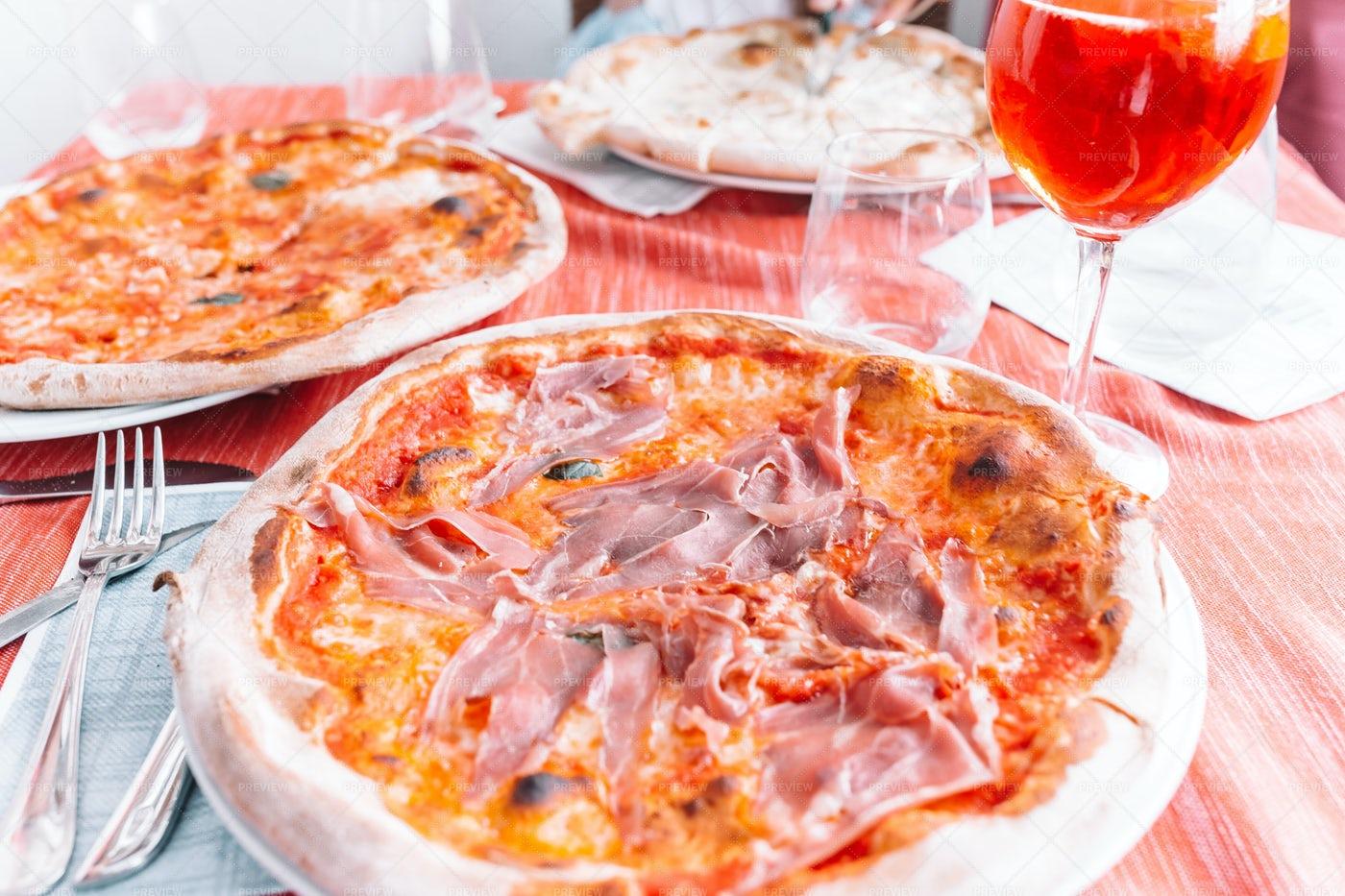 Fresh Pizza Dinner: Stock Photos