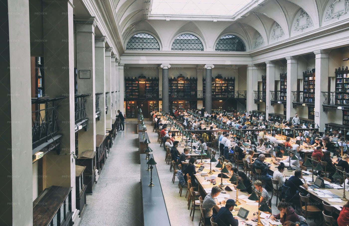 People In A Library: Stock Photos