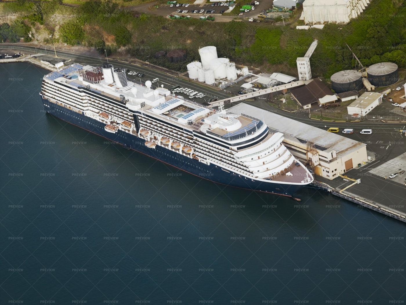 Cruise Ship In Hawaii: Stock Photos