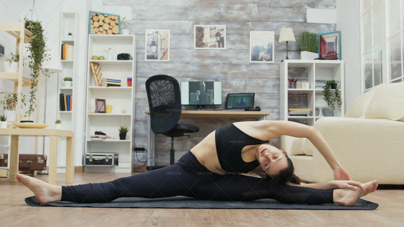 Yoga Splits: Stock Photos