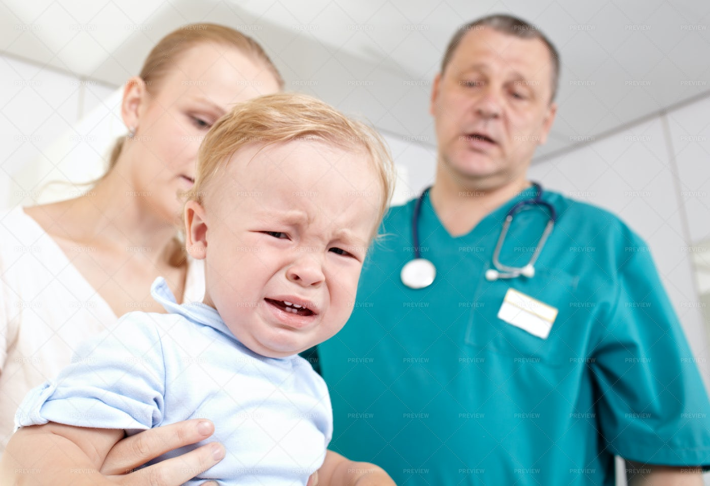 Baby Boy Crying At The Doctor´s Office: Stock Photos