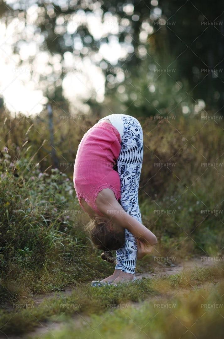 Supple Young Woman Bending: Stock Photos