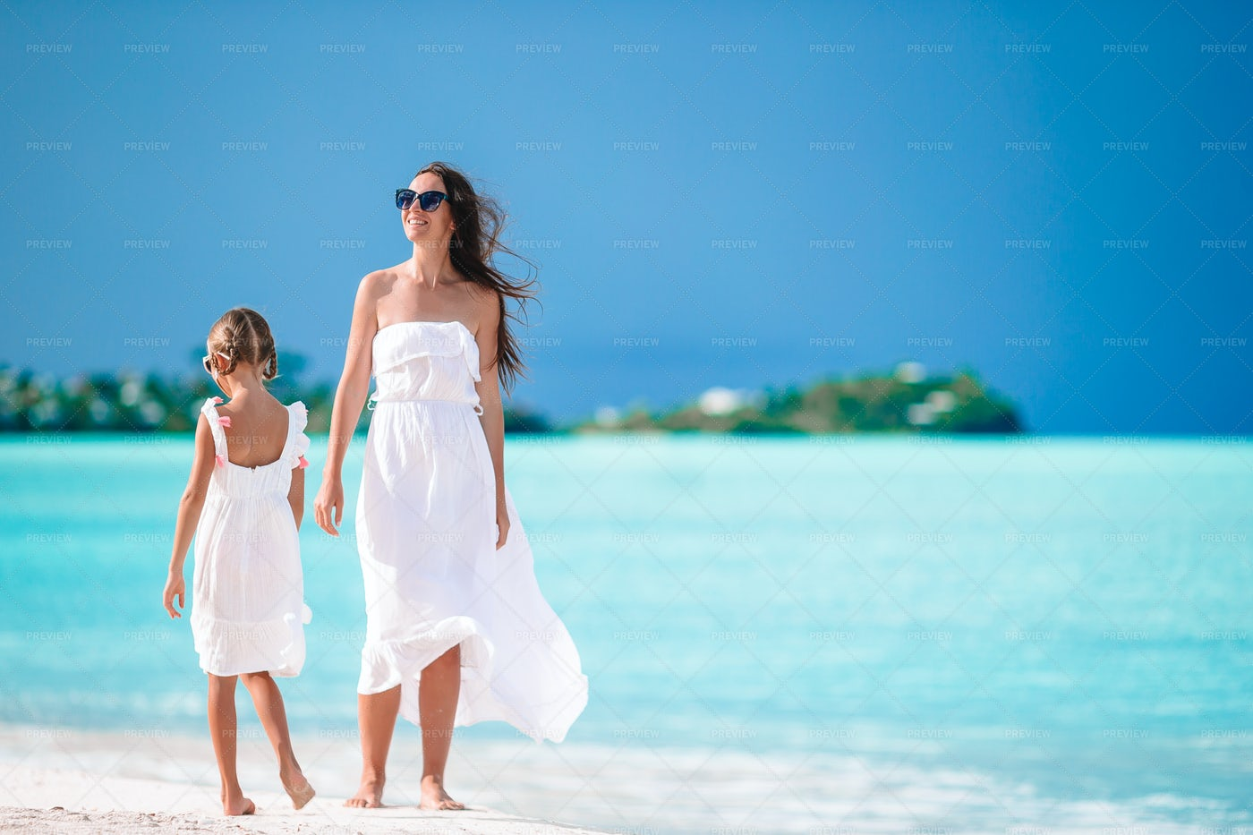 Portrait Of Little Girl And Mother On Su: Stock Photos