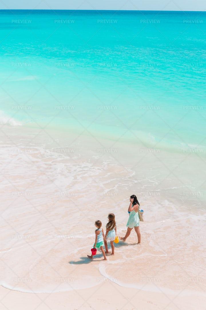 Walking Beside The Ocean: Stock Photos