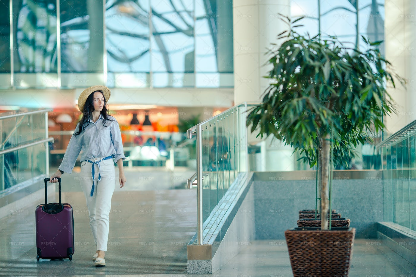 Young Woman In A Hat With Baggage: Stock Photos