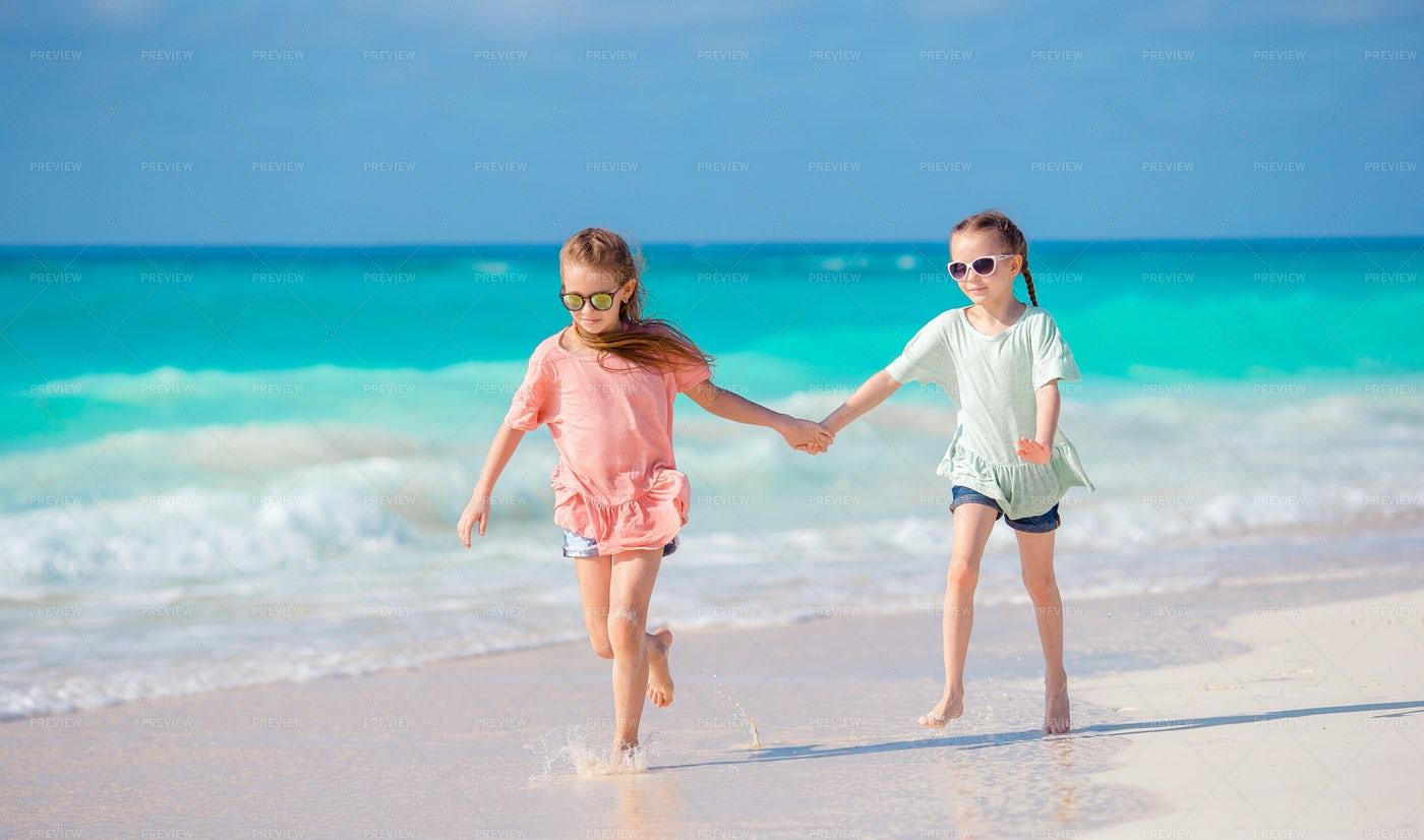 Holding Hands On The Beach: Stock Photos