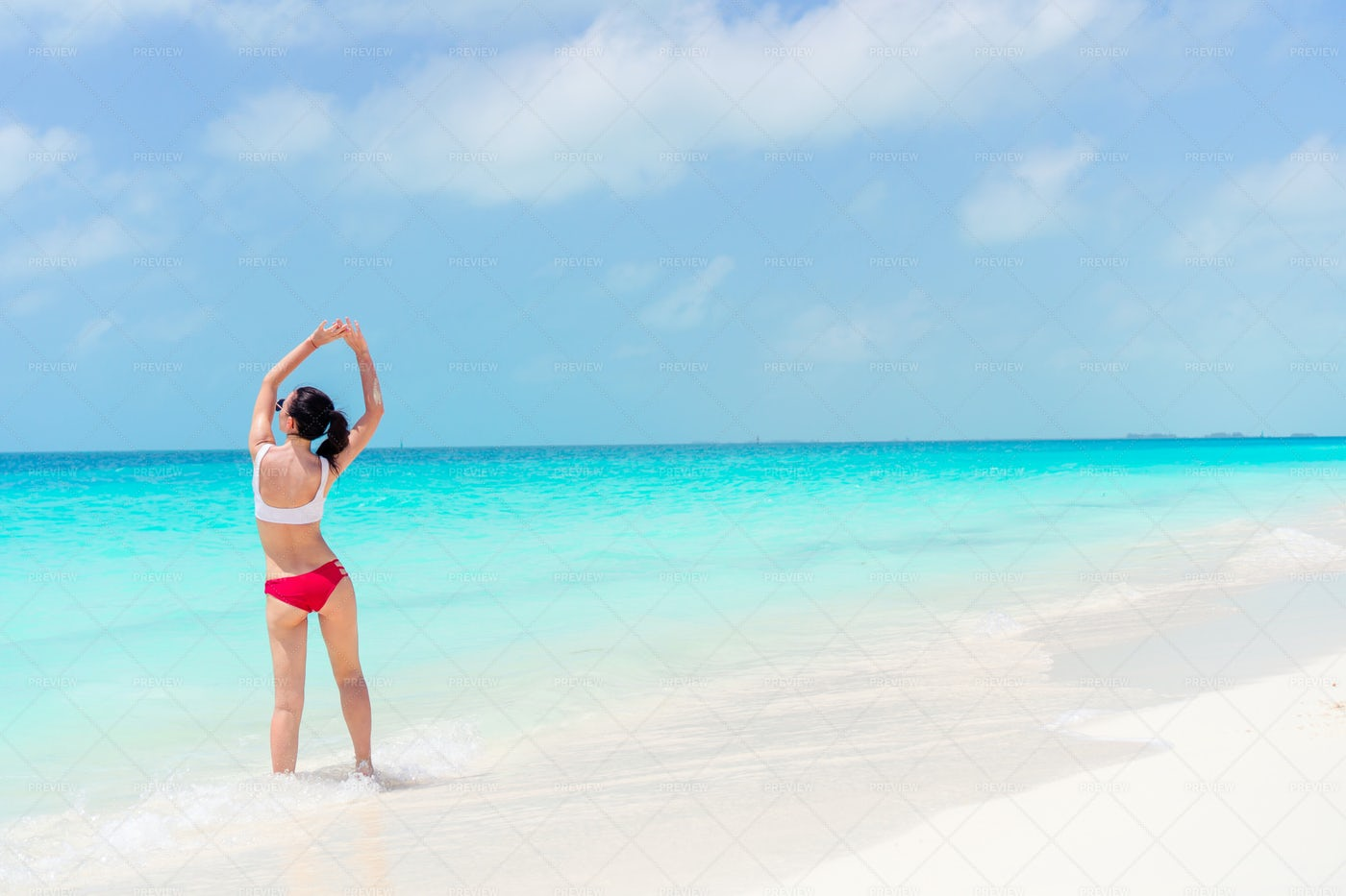 Relaxing On The Seashore: Stock Photos