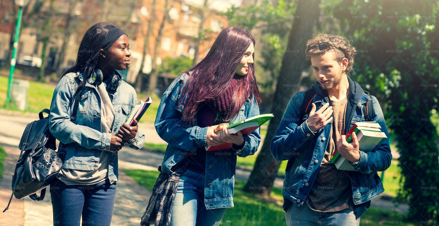 Students Walking Together: Stock Photos