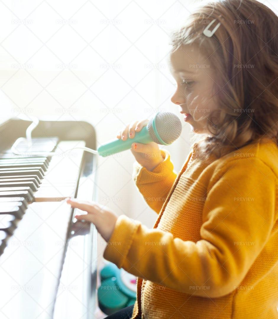 Girl Playing Piano: Stock Photos