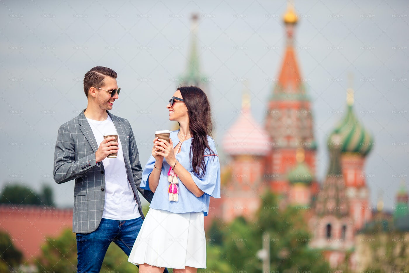 Dating Couple In Big City: Stock Photos