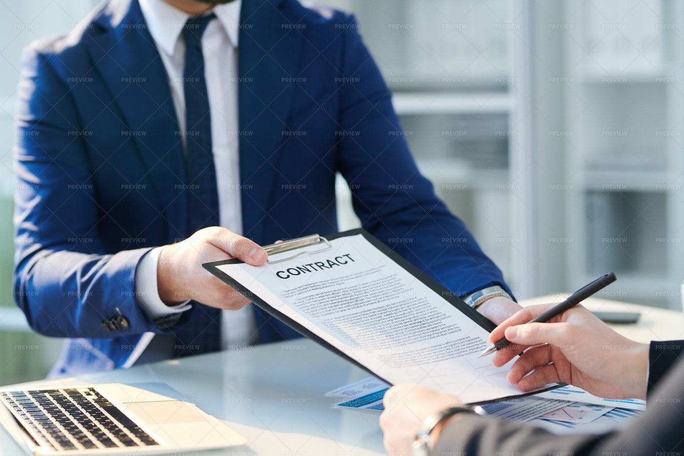 Putting Signature: Stock Photos