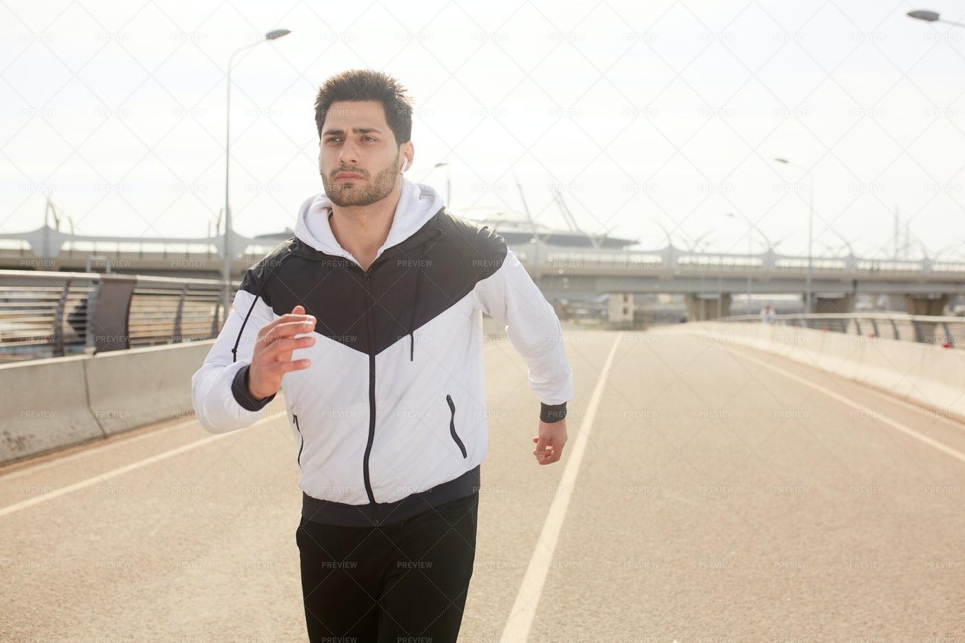 Urban Jogging: Stock Photos