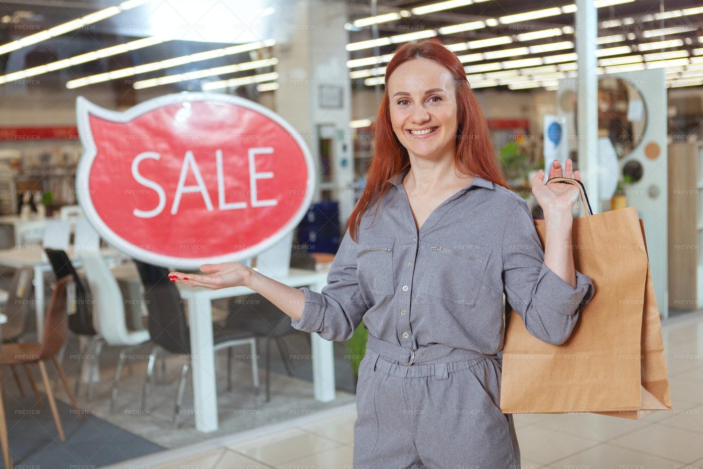 Woman Enjoying Shopping: Stock Photos
