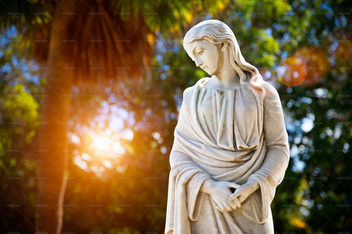 Statue Of A Woman: Stock Photos