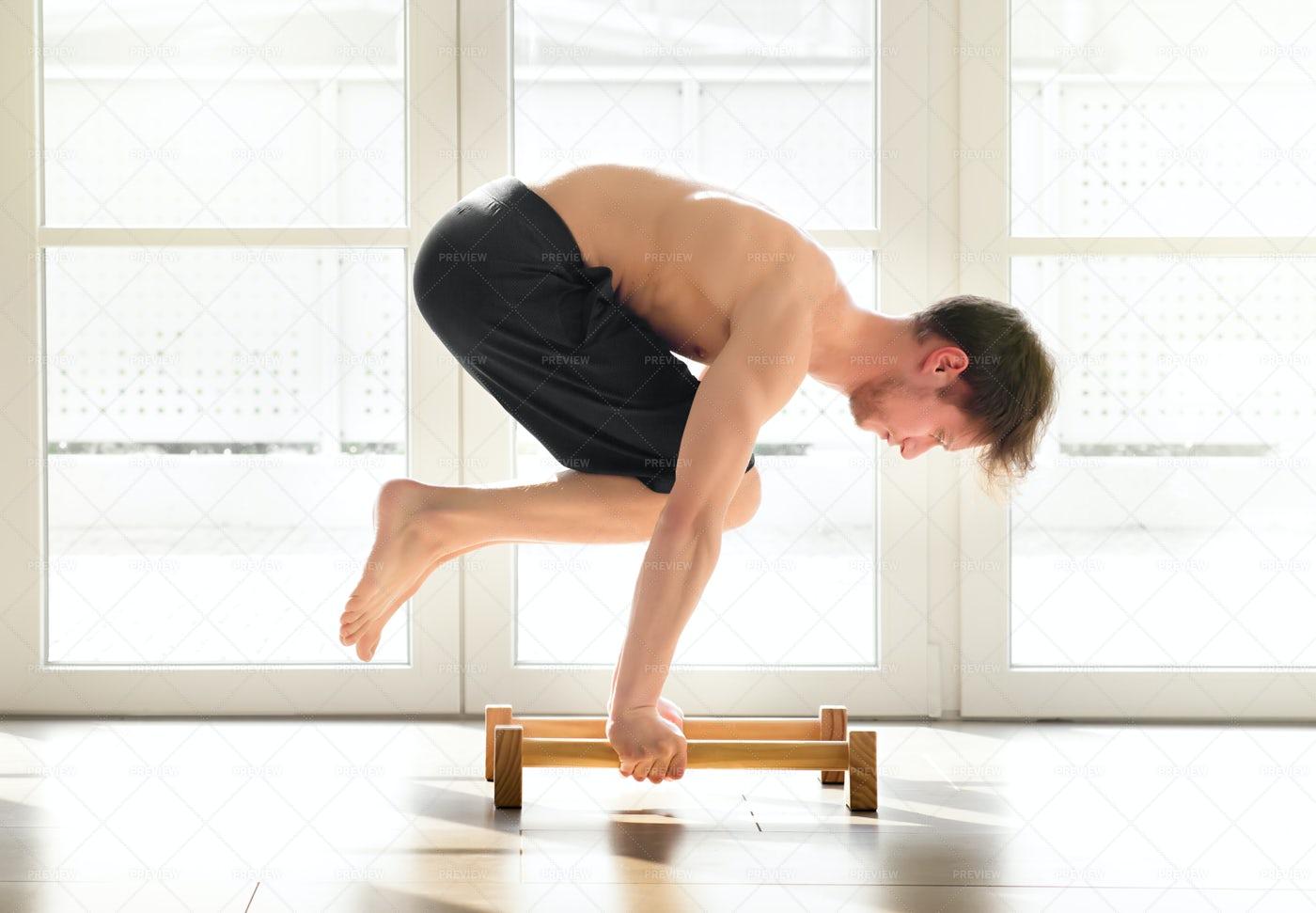 Man Doing A Calisthenics Pose: Stock Photos
