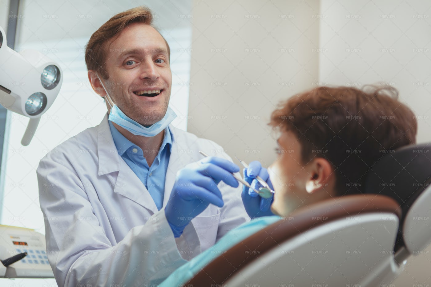 Dentist With Kid Client: Stock Photos