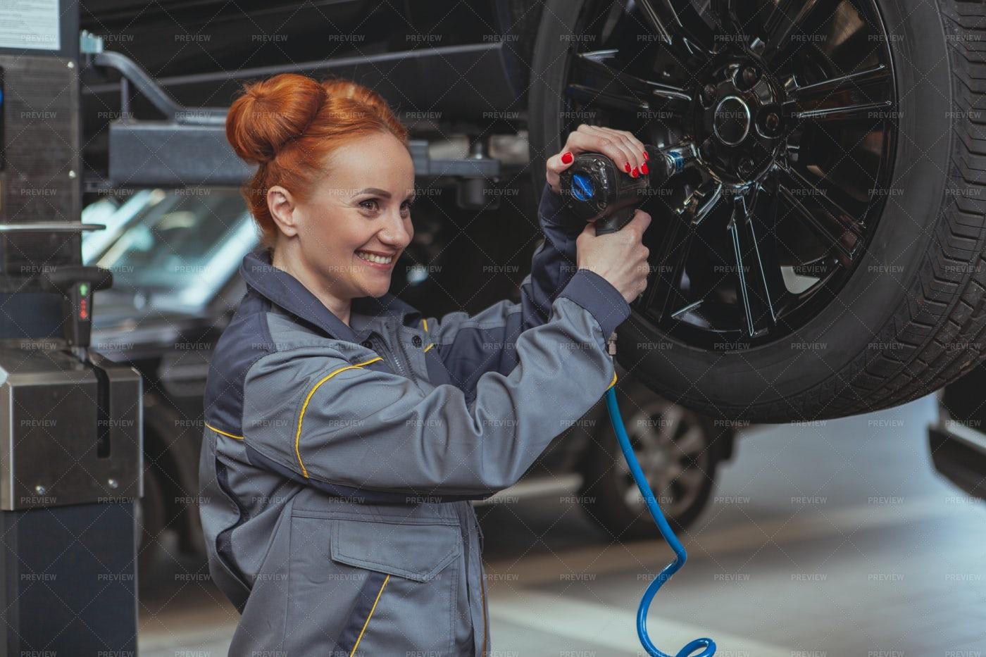 Mechanic Changes A Wheel: Stock Photos