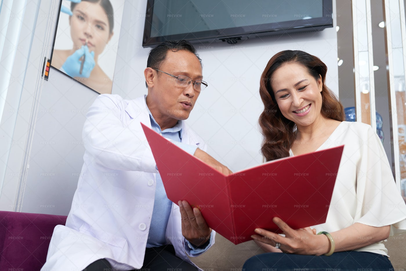 Doctor Working With Patient At Office: Stock Photos