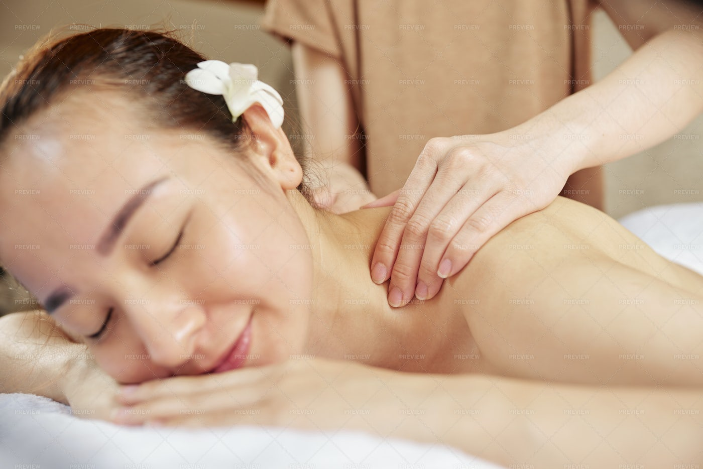 Healing Neck And Shoulders Massage: Stock Photos