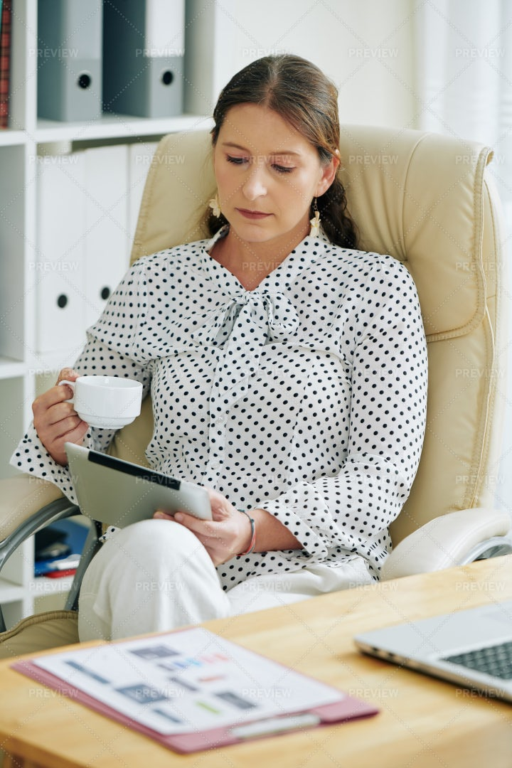 Business Lady Reading Article: Stock Photos