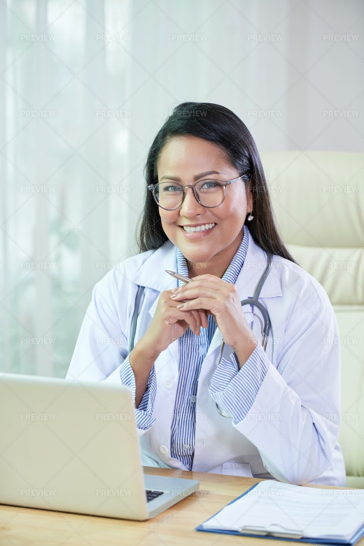 General Practitioner At Work: Stock Photos