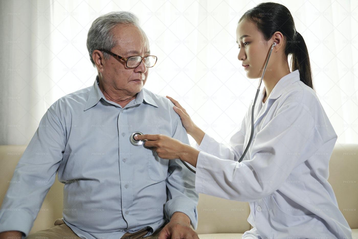 Doctor Listening To Her Patient: Stock Photos