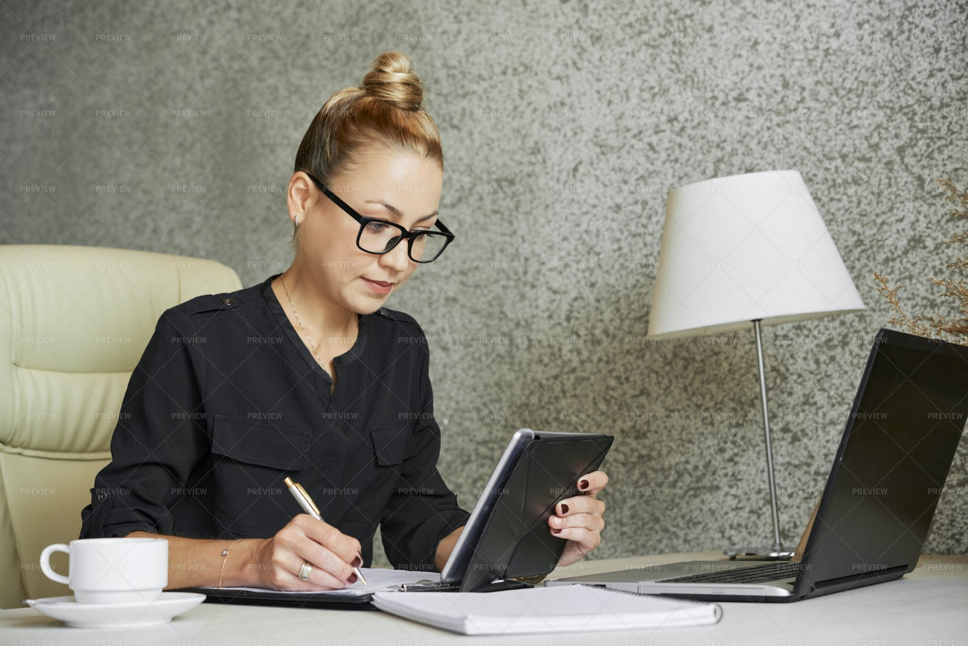 Business Lady Filling Form: Stock Photos