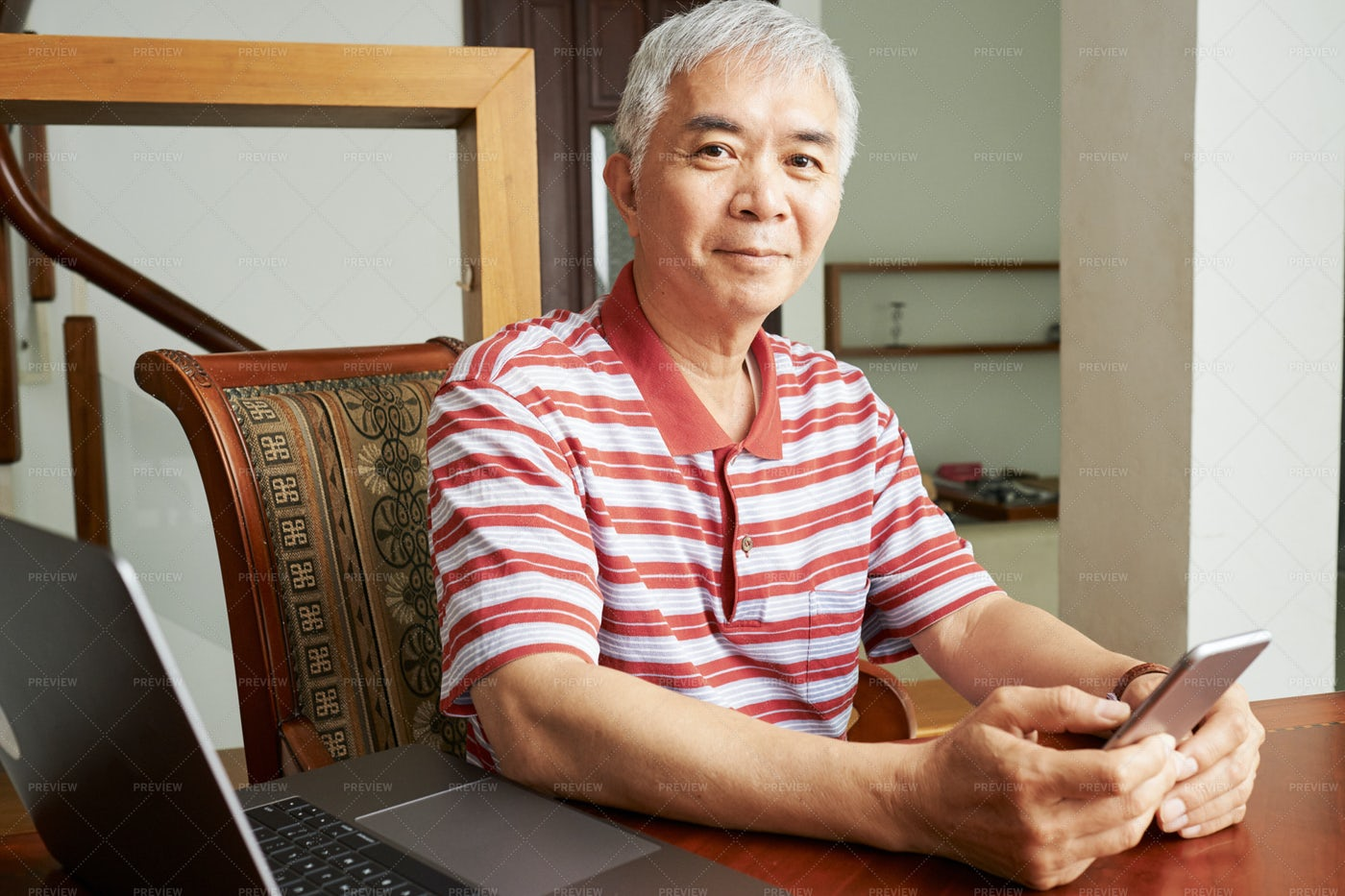 Senior Man Using Mobile Phone: Stock Photos