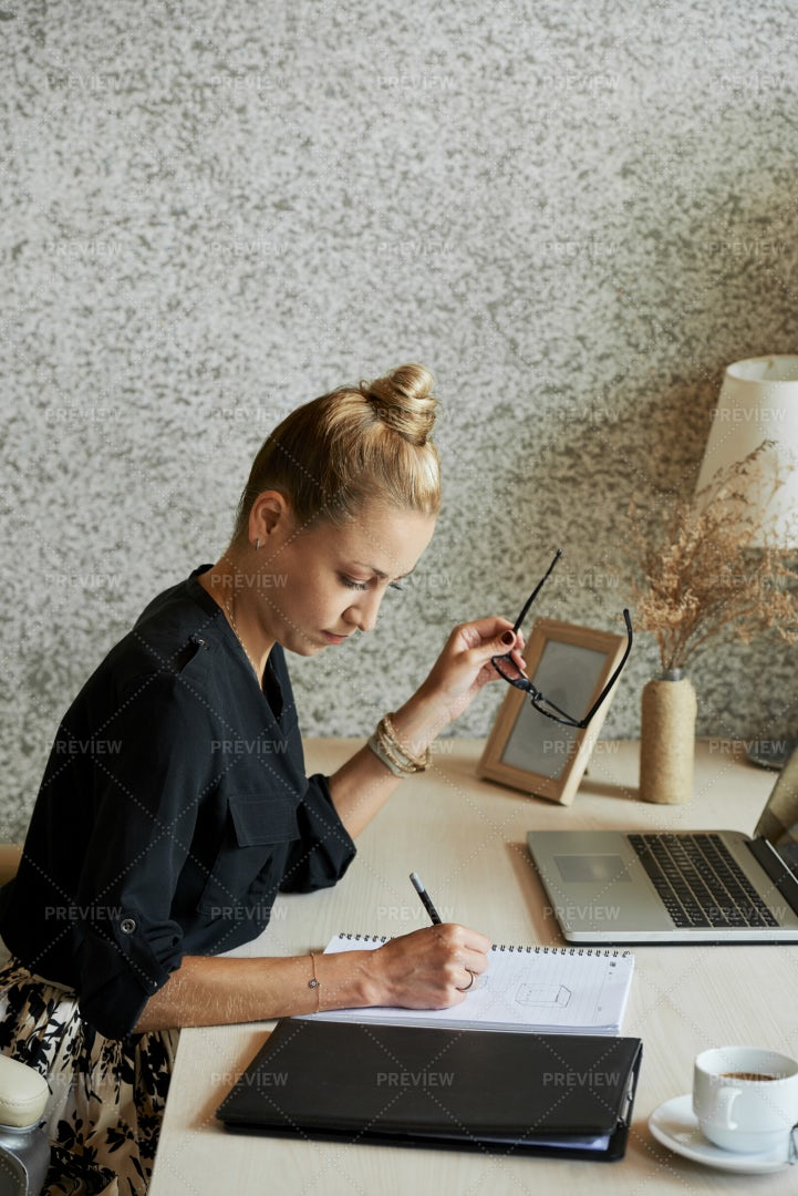 Business Lady Writing Down Ideas: Stock Photos