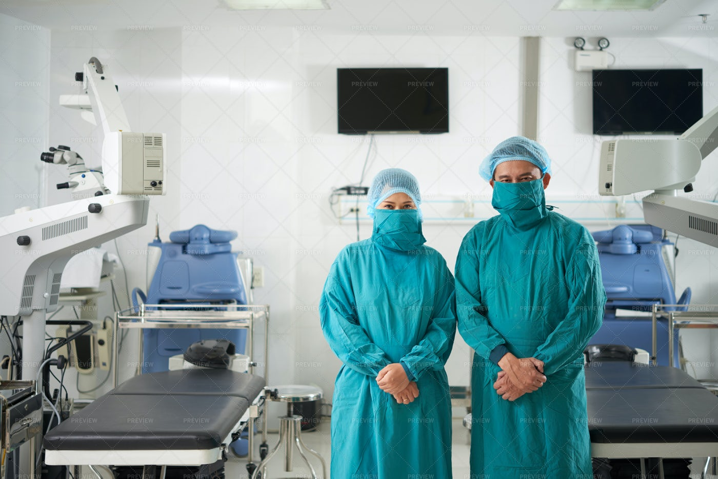 Surgeons Standing In Operating Room: Stock Photos