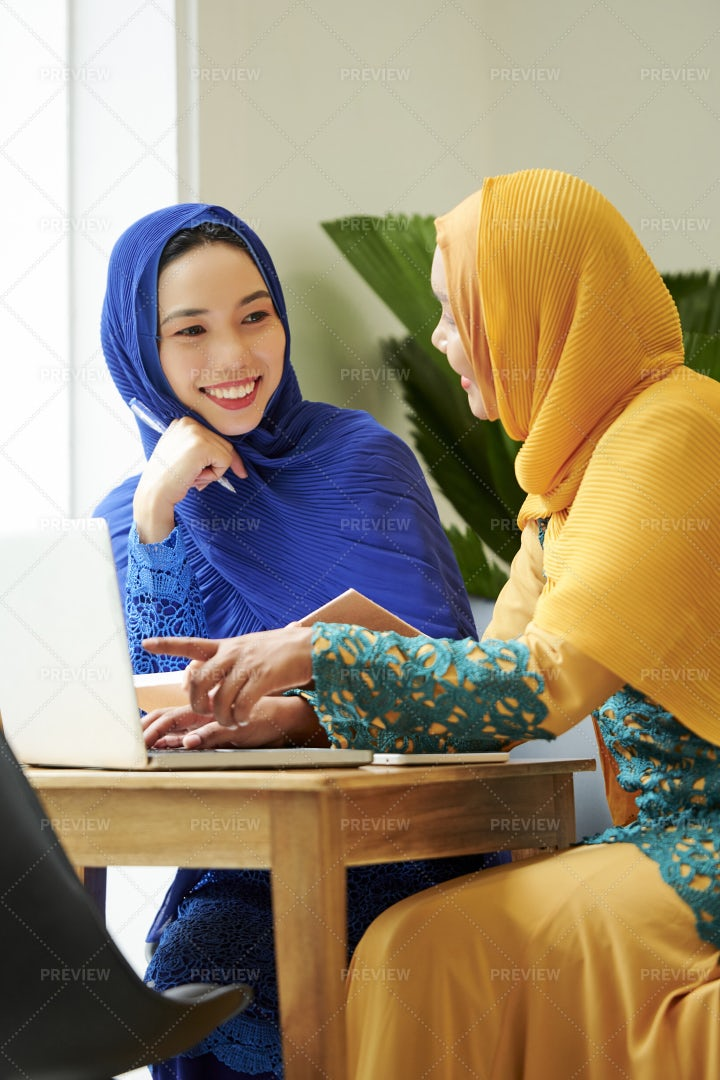 Female Muslim Student Discussing: Stock Photos