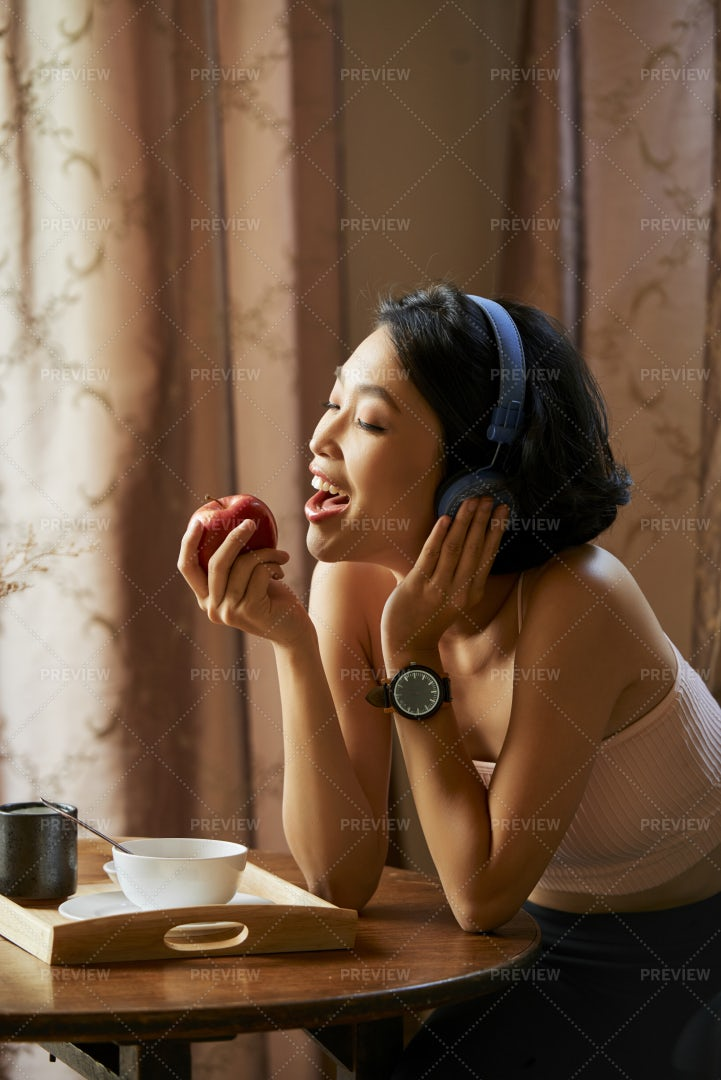 Pretty Woman Eating Juicy Apple: Stock Photos