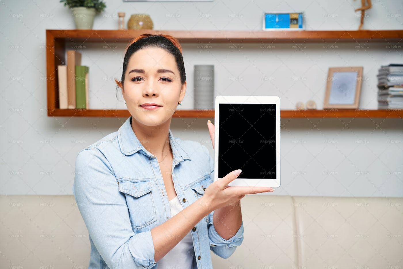 Woman Holding Tablet Pc: Stock Photos