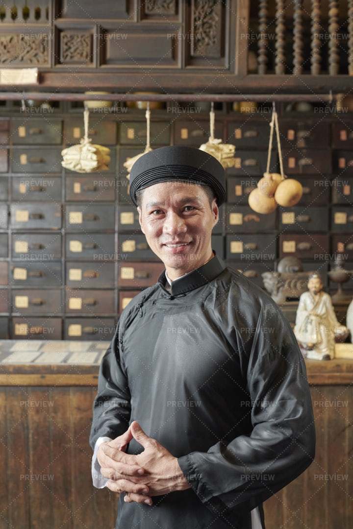 Asian Man Working At Old Chinese: Stock Photos