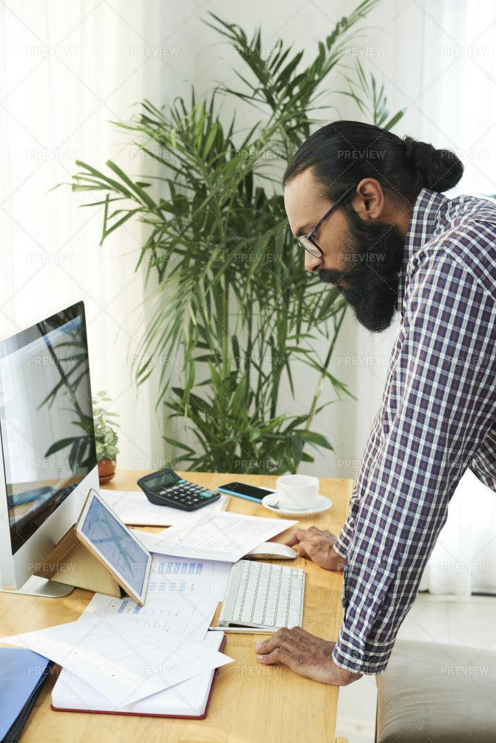 Businessman Working With Modern: Stock Photos