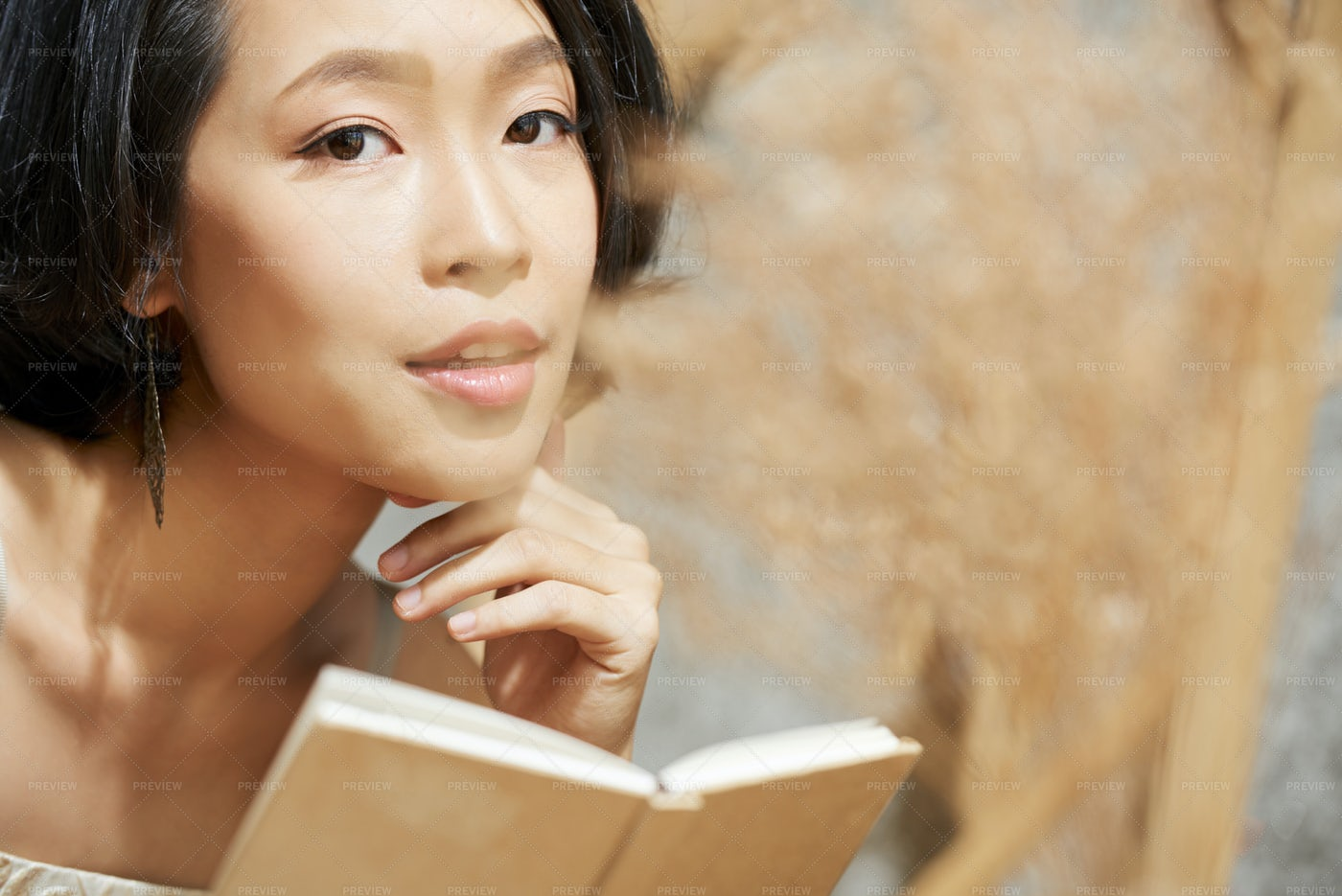 Beautiful Young Asian Woman With Small: Stock Photos