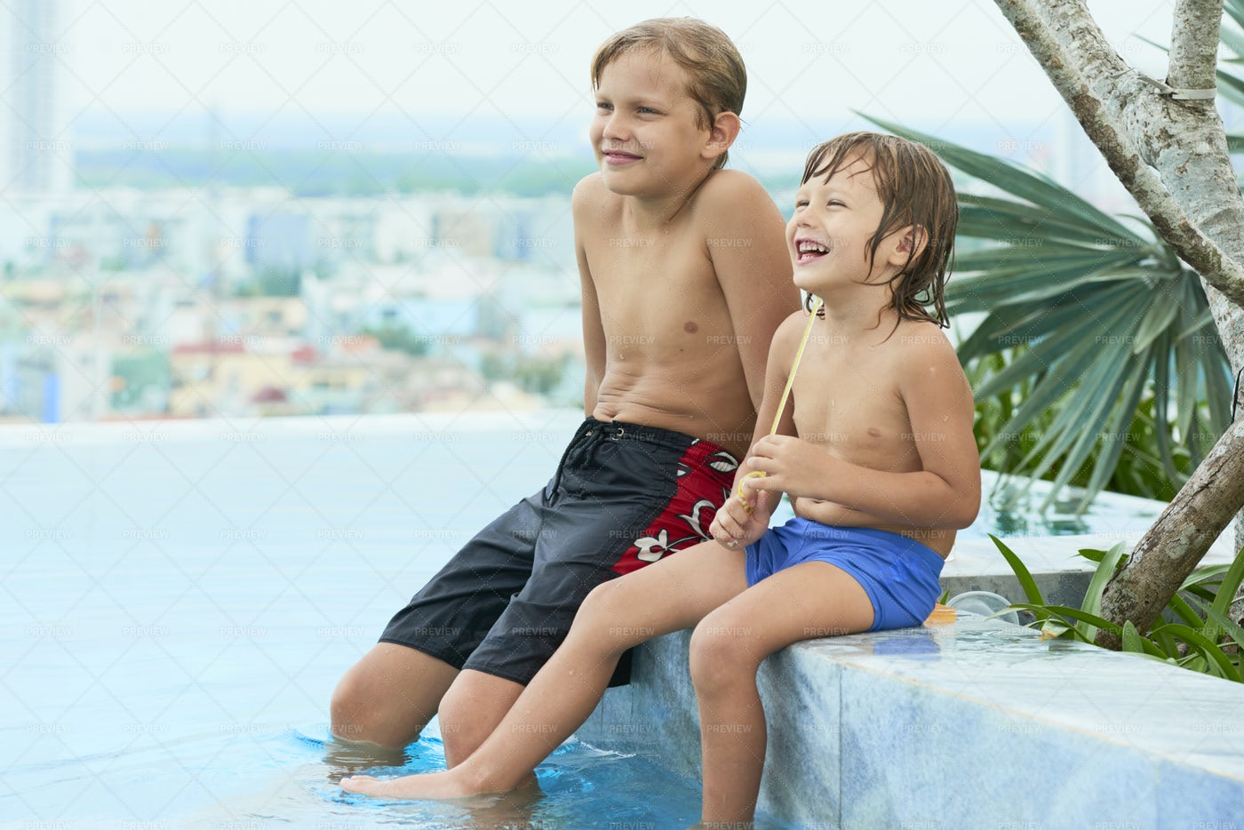 Kids In Swimming Pool: Stock Photos