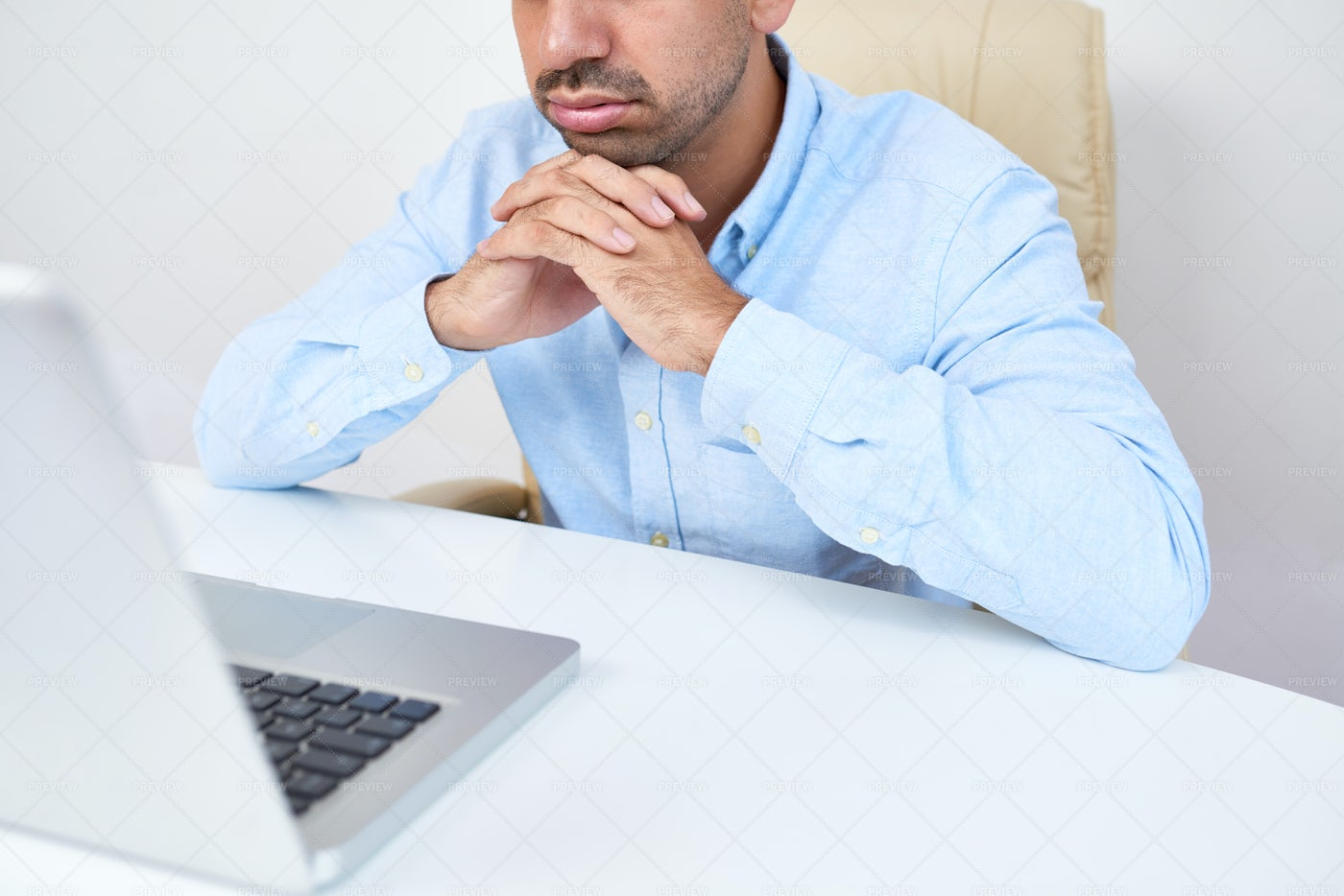 Businessman Reading Boring E-mail: Stock Photos