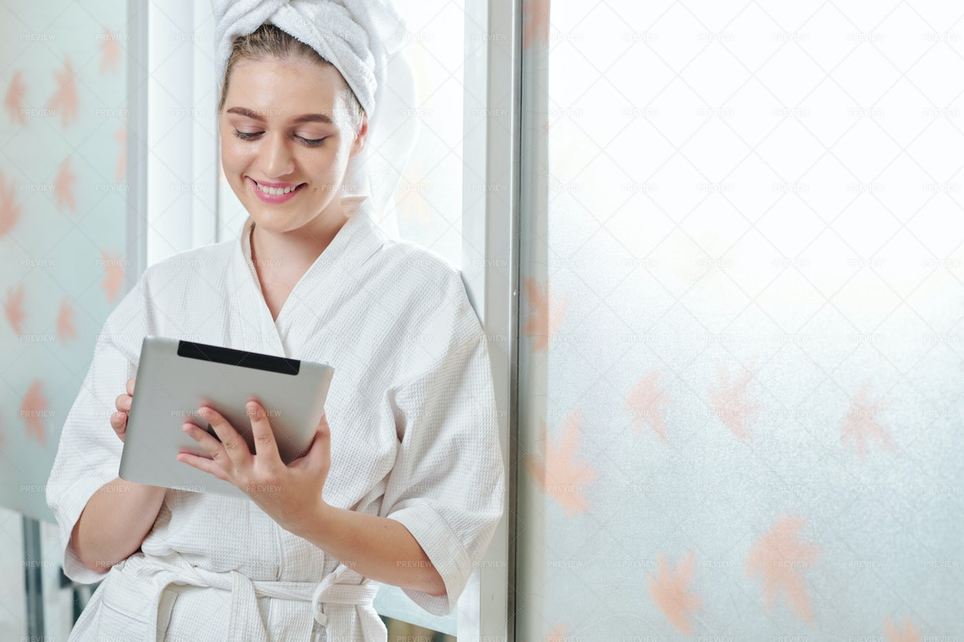Pretty Woman Reading Article Online: Stock Photos