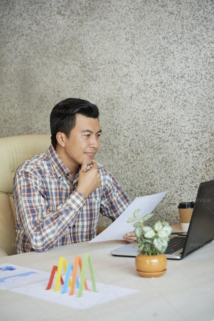 Business Executive Reading E-mail: Stock Photos