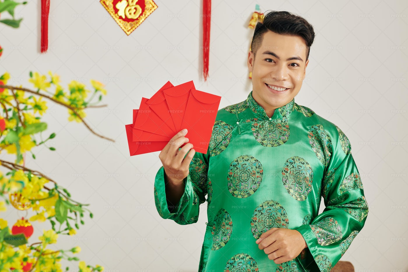 Man With Traditional Red Envelopes: Stock Photos